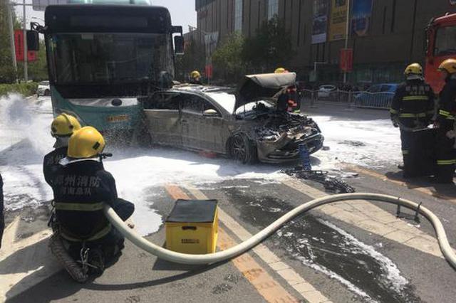 郑州中原路发生一起四车事故 现场通行压力较大(图)