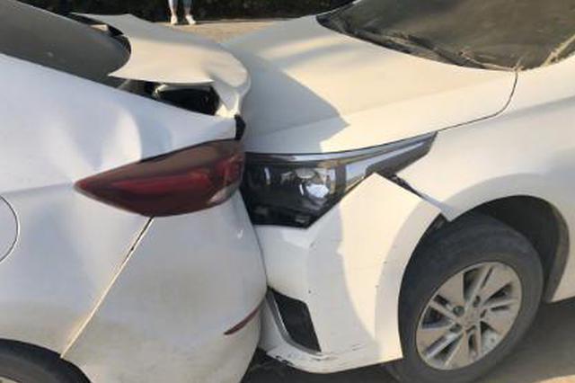 郑州货车深夜连环撞击11辆车 司机留暖心字条(图)