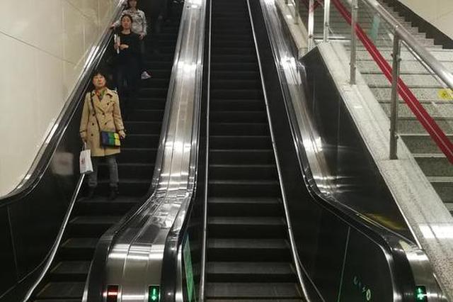 """乘扶梯""""左行右立""""站错了 郑州地铁或将取消提醒"""
