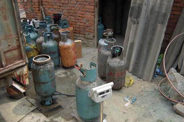 许昌查处一灌装液化气窝点 院内储存液化气罐300余罐