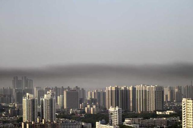 """郑州今晨现""""黑云压顶"""" 污染天气要来了吗(图)"""