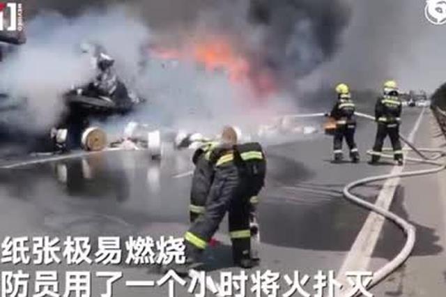 郑州一辆货车拉33?#22336;?#31080;被烧