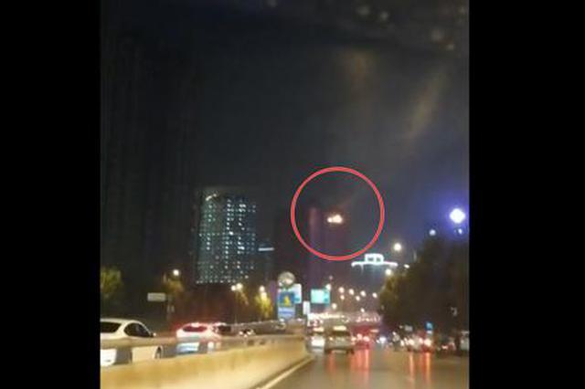 夜晚郑州一20层高楼传出巨响?#31361;?#20809; 屋内老人?#19976;? /></a></div><div class=
