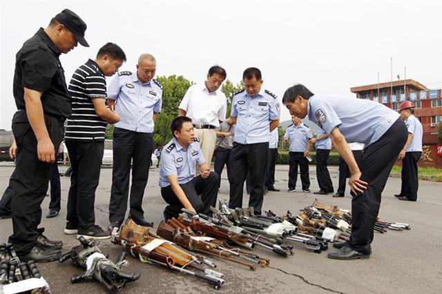 漯河警方集中銷毀一批非法槍爆物品
