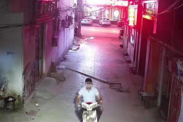 嚇人!中牟男子凌晨手持電棒搶劫女子后被捕