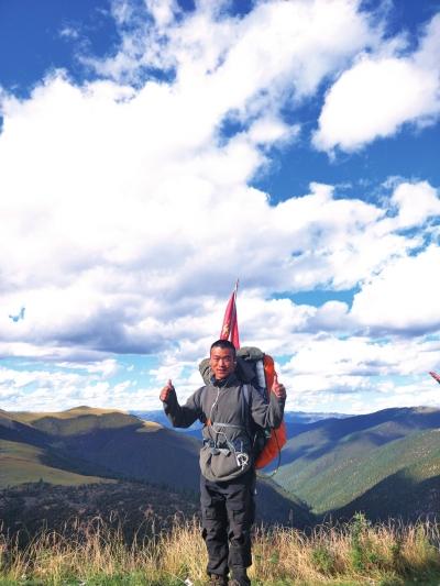 河南民生频道直播_河南濮阳小伙儿背着行囊入西藏 仨月徒步3000公里_新浪河南_新浪网