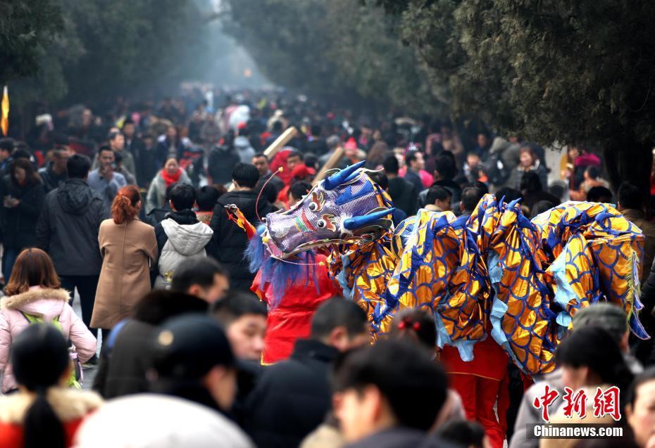 春节少林寺开启人海模式 人潮汹涌祈福纳祥