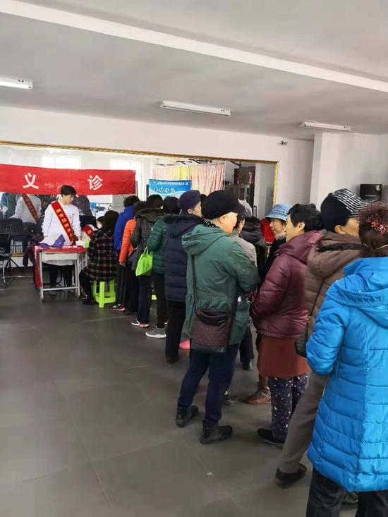 """哈医大四院开展""""专家团队进社区""""惠民活动"""