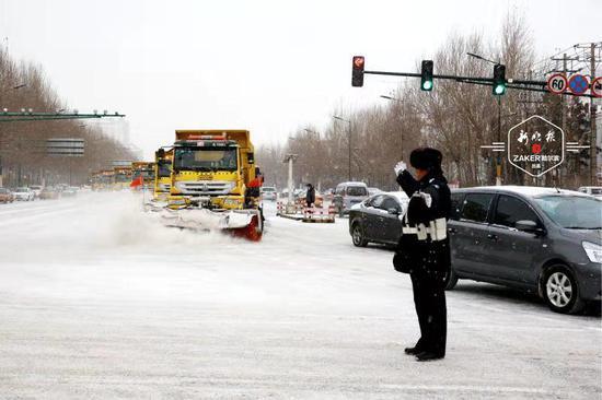 疏堵护清雪 哈市交警部门全力保障雪天道路安全