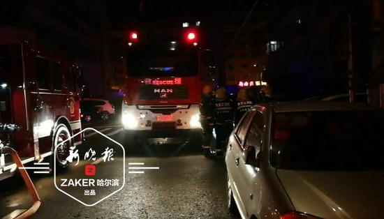 深夜哈尔滨市高层民宅起火 殃及两户邻居