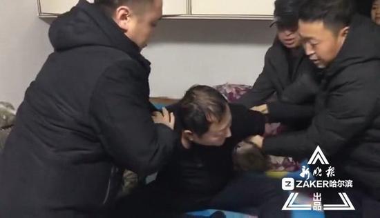 王某被警方抓获。视频截图 ↑