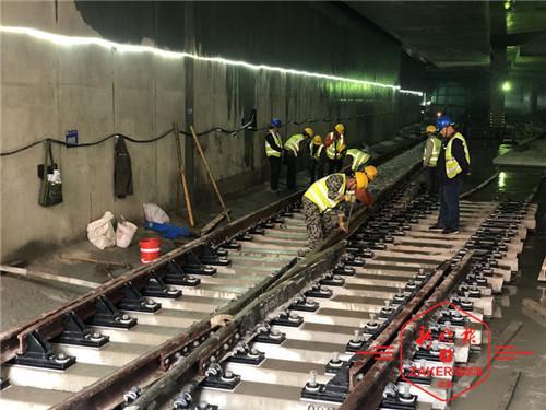 哈尔滨地铁2 3号线_轨道下装弹簧、机铺散铺结合 地铁2号线轨道这么铺_新浪黑龙江 ...