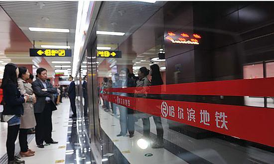 地铁1号线今起早晚高峰加车 早高峰行车间隔缩至4分半