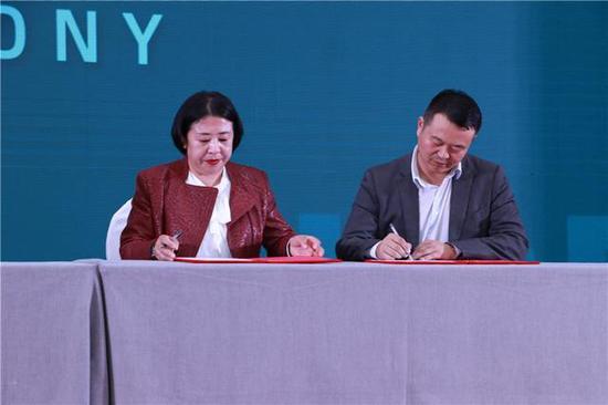 第二届中国·黑龙江国际大米节供需商务对接会签约现场