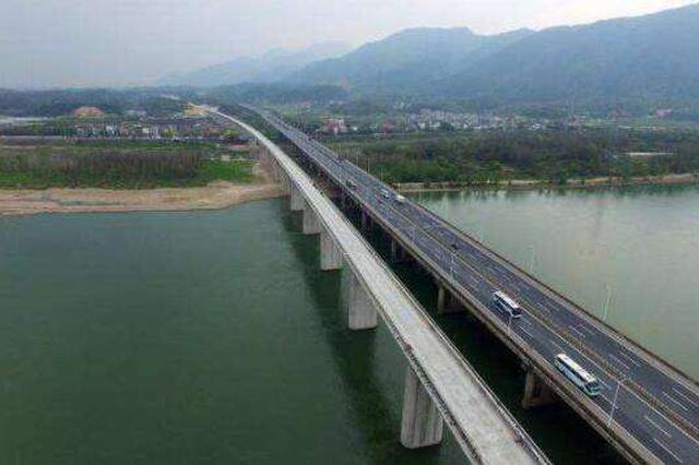 黑龙江大桥明年10月交工贯通 钢梁抗-60℃低温