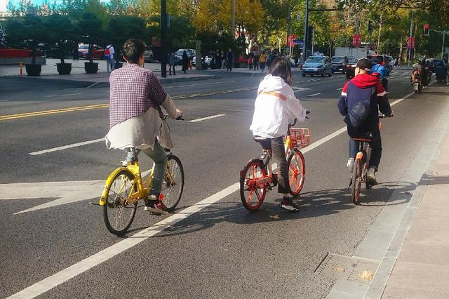 男子骑共享单车从天桥坠亡 频现刹车问题归谁管?