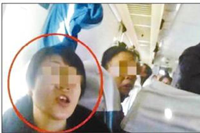 """铁路""""霸座""""乘客首次被拘留 网友为铁路警方点赞"""