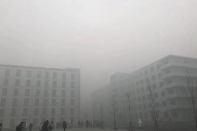 哈尔滨出现大雾天气 高速封闭 机场无航班起降