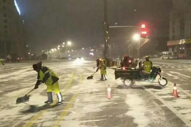 为保出行畅通 哈尔滨市清雪大军凌晨开工