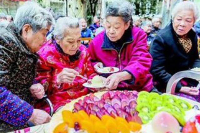 冰城最长寿老人为113岁奶奶 已有237名百岁老人创新高
