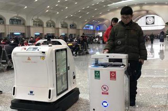 太可爱辣!收纳清洁机器人CP亮相哈尔滨火车站