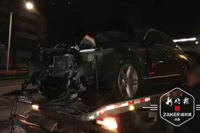 沃尔沃深夜撞上水泥墩 碎石砸中出租车 疑似酒驾