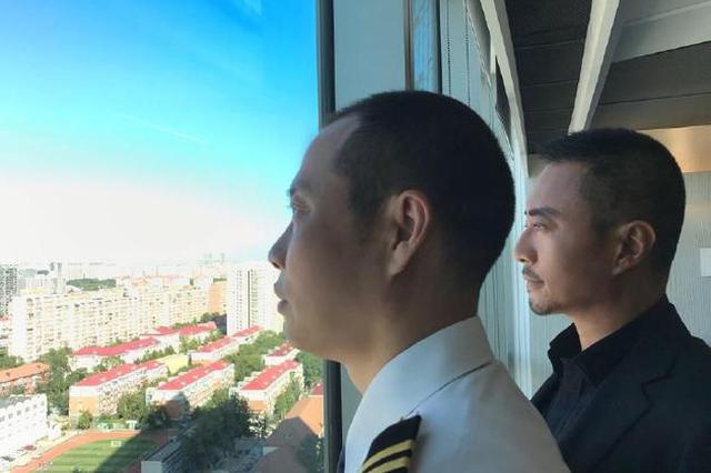张涵予合影川航机长刘传健:我从内心深处赞叹他