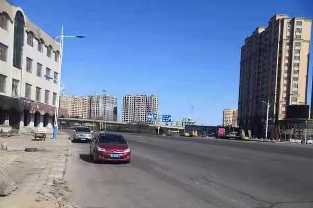57米宽的利民大道裕田段没过街天桥 居民过道太难了