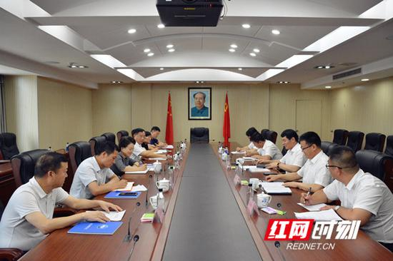 李晖会见中国二冶集团有限公司董事长、总经理、党委副书记朱广侠一行。