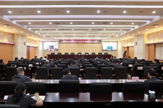 在党的光辉历史中汲取法治的伟大力量 游劝荣院长为湖北省三级法院干警讲授专题党课
