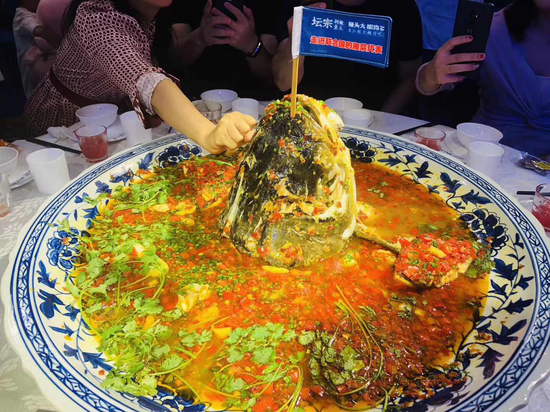 最大剁椒鱼头_长沙火了一个巨型剁椒鱼头_新浪湖南_新浪网