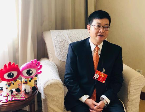 全国人大代表、湖南临武舜华鸭业发展有限责任公司董事长胡建文