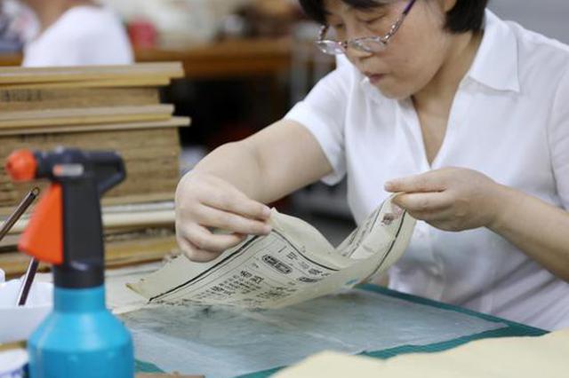 湖南古籍修复师埋头二十七年 修复古书十万页
