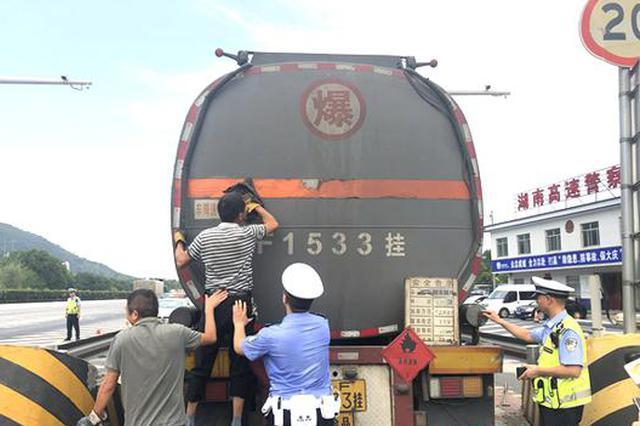 湘鄂两省交通安全联合整治 湖南纠违26663起