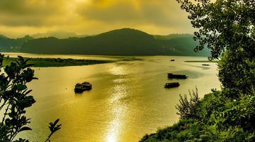 一条流金淌银的河