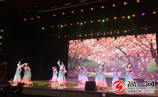 常德1400名旗袍佳丽齐聚一堂 共迎新春