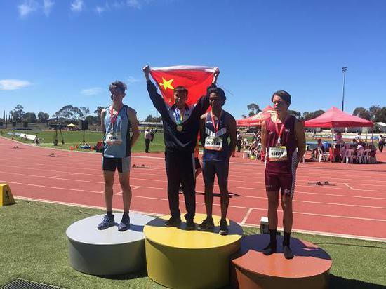 陈海波同学获得泛太平洋学生比赛U18 400米栏冠军