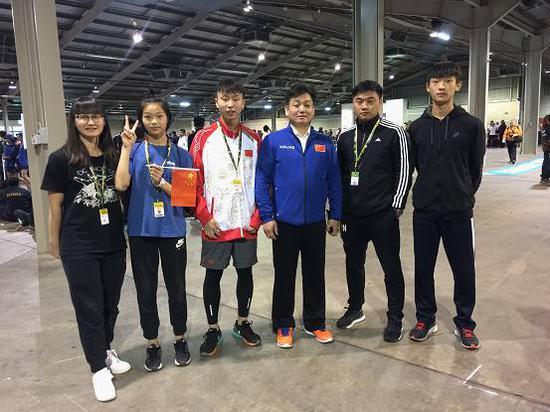 长沙明德中学田径健儿比赛中夺冠