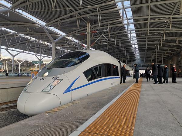 宁夏首条高铁正式运行 2020年底前接入全国高铁网