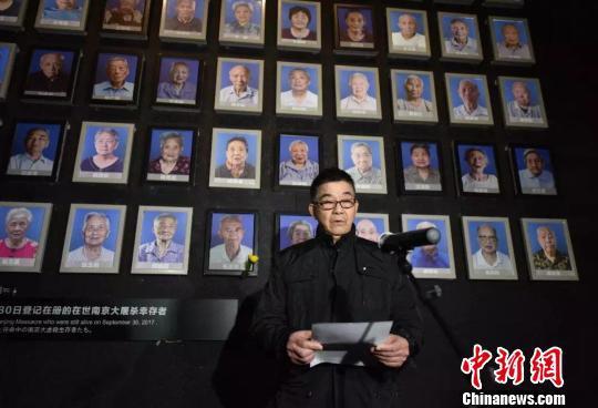 去世幸存者家属在仪式上讲话。 赵俊义 摄