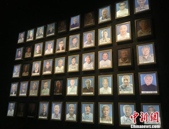 生命之灯逐渐熄灭的南京大屠杀幸存者照片墙。 申冉 摄