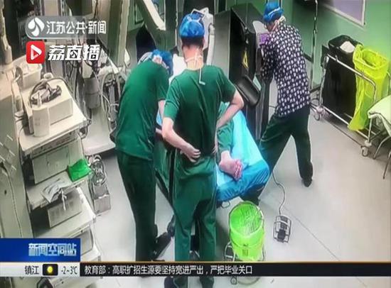 心疼!带病打止疼针坚持做完手术 尽职医生病倒手术台