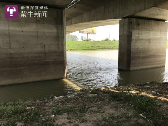 事发现场位于湖熟街道句容河宁杭高速公路桥下