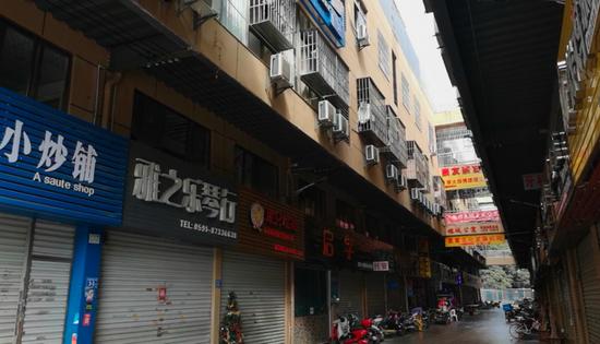 图为赵宇住所楼下。新京报记者黄启鹏摄