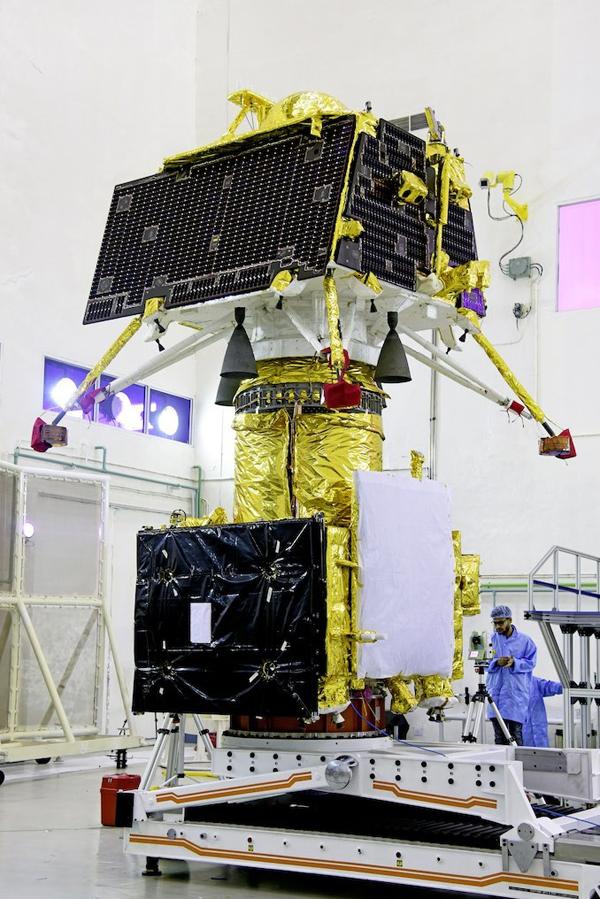 """""""月船2号""""探测器包括轨道器、""""维克拉姆""""着陆器和""""智慧""""号月球车"""