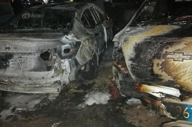 哈尔滨居民区轿车突发爆炸 多车烧毁