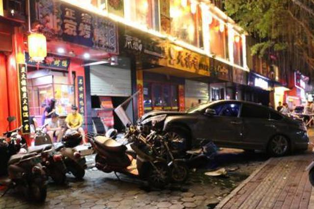 路口发生一起车祸致2死3伤