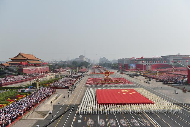中国举行盛大阅兵式_外媒聚焦新中国国庆70周年庆祝活动_新浪江苏_新浪网