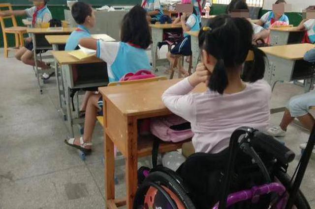 女童在校俯卧撑后瘫痪索赔708万 3年后坐轮椅返校