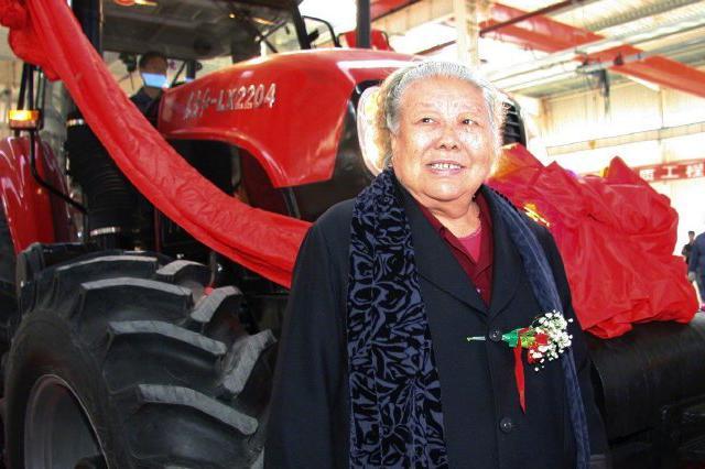一元钱上的拖拉机奶奶逝世:系中国首位女拖拉机手